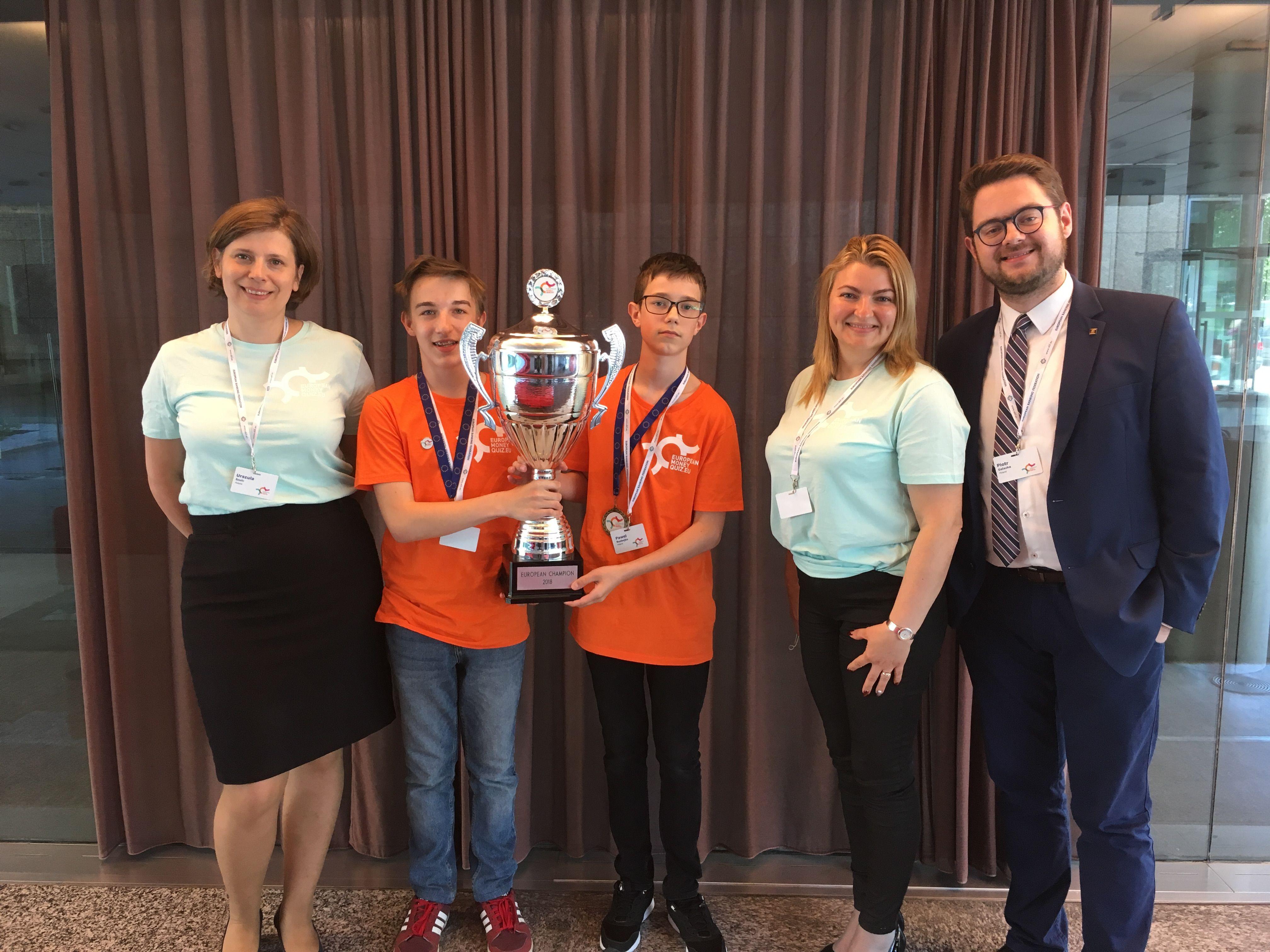 Finaliści EQF razem z opiekunami