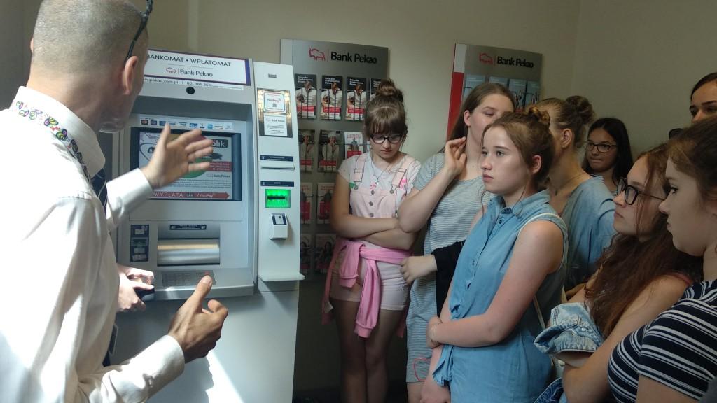 Wizyta uczniów w oddziale banku, Łowicz, czerwiec 2019 r.